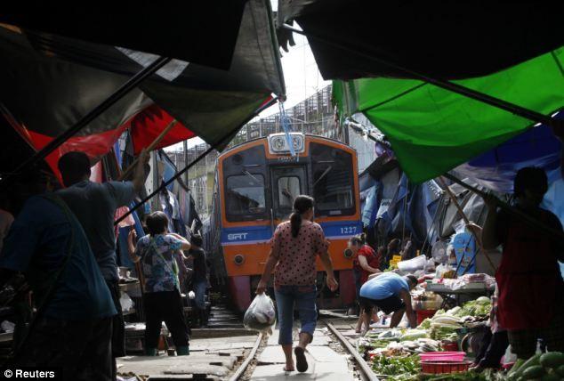 Wih, Belanja Di Pasar Ini Taruhannya Nyawa! [ www.BlogApaAja.com ]