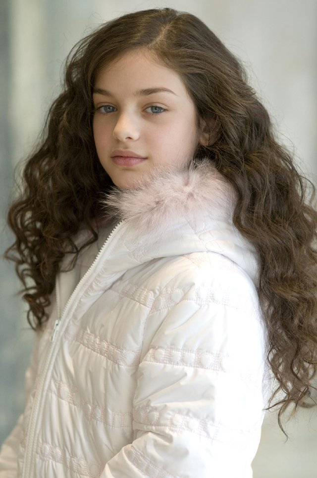 aboutnici: Bess Rous and Odeya Rush