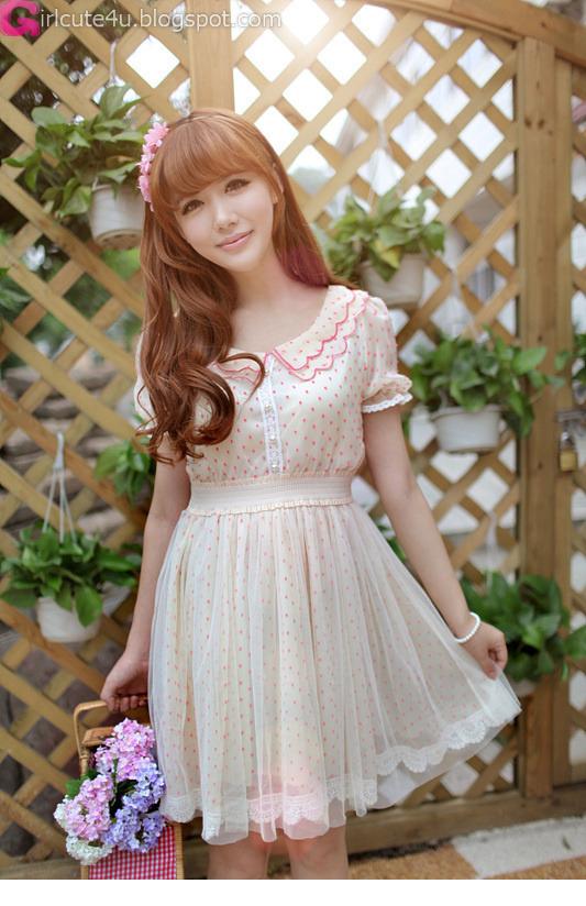 Fence-Very cute asian girl - buntink.blogspot.com