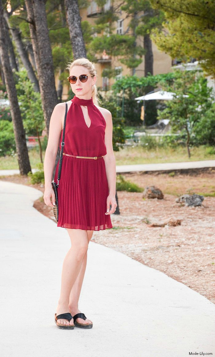 Holiday Outfit: The One with The Maroon Dress