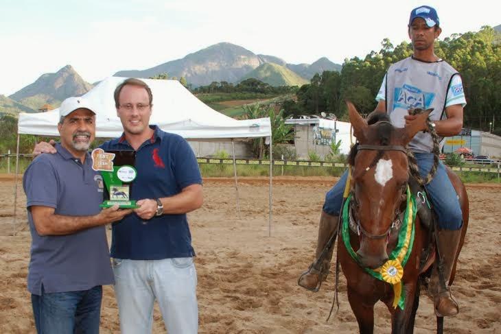 Secretário Estadual de Agricultura, Christino Áureo, prestigia a Festa do Cavalo