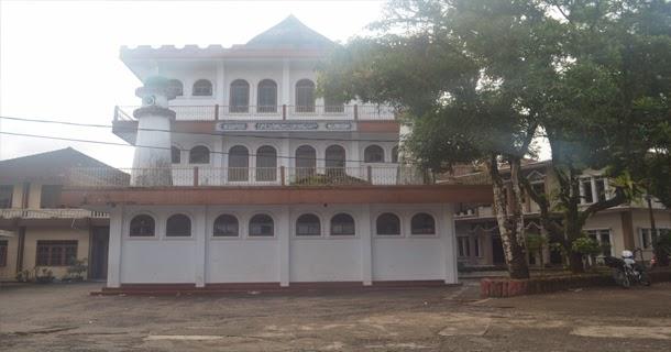 Masjid yang digunakan untuk melakukan ibadah oleh para santri juga masyarkat sekitar