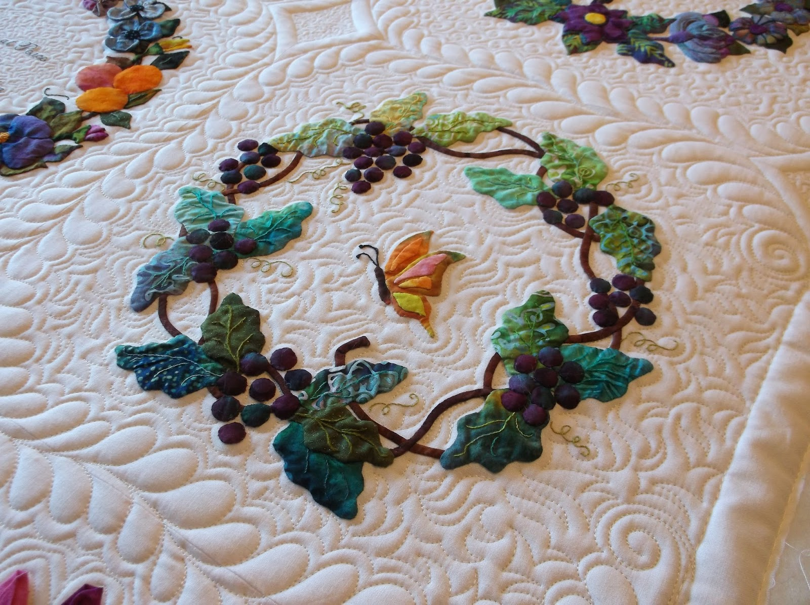 Creative Quilting by Debbie Stanton: Strolling through the garden : creative quilts - Adamdwight.com