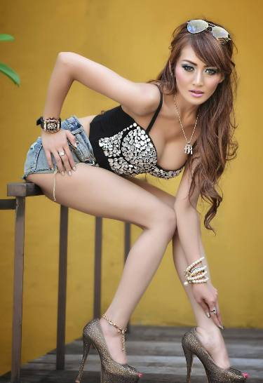 Download Koleksi Foto Sexy Hot Rhere Valentina Model sexy Indonesia | www.insight-zone.com