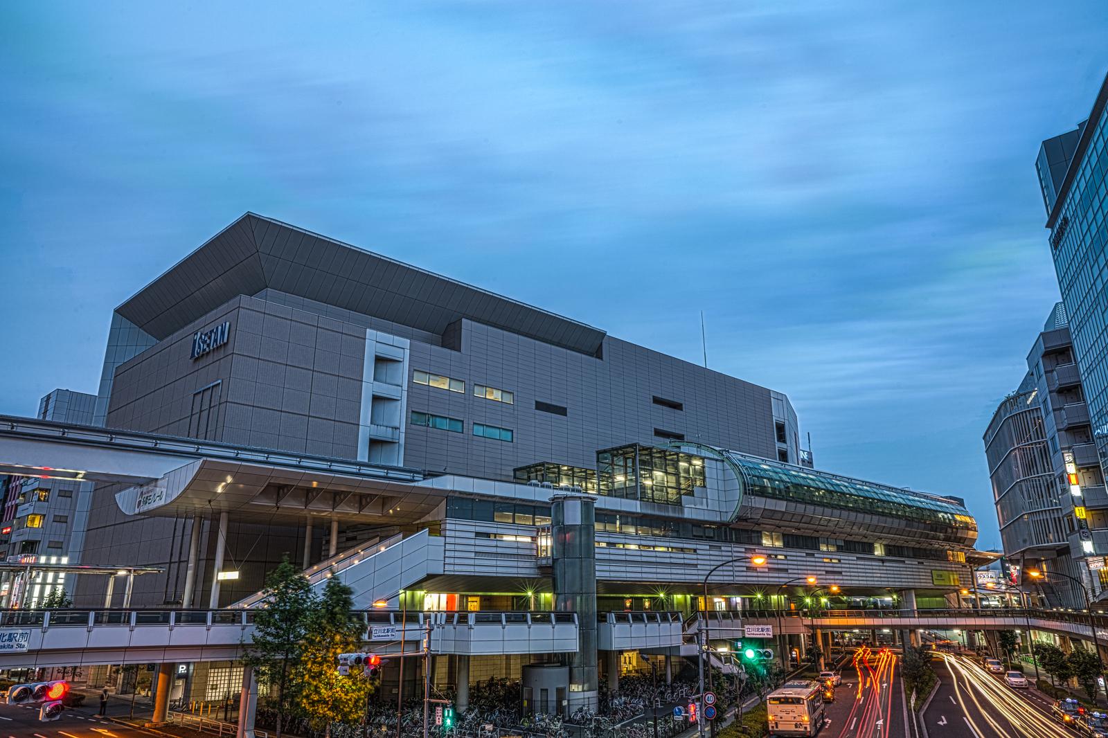 夕暮れの立川北駅・多摩モノレールの写真 HDR
