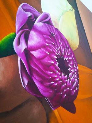 Detalle de flores en mano
