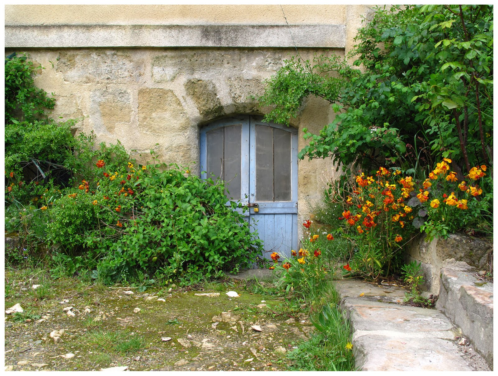 Cergipontin la porte de cave the basement door for Porte cave