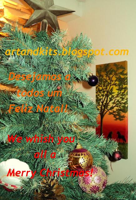 Desejamos a todos um Feliz Natal. / We wish everyone a Merry Christmas.
