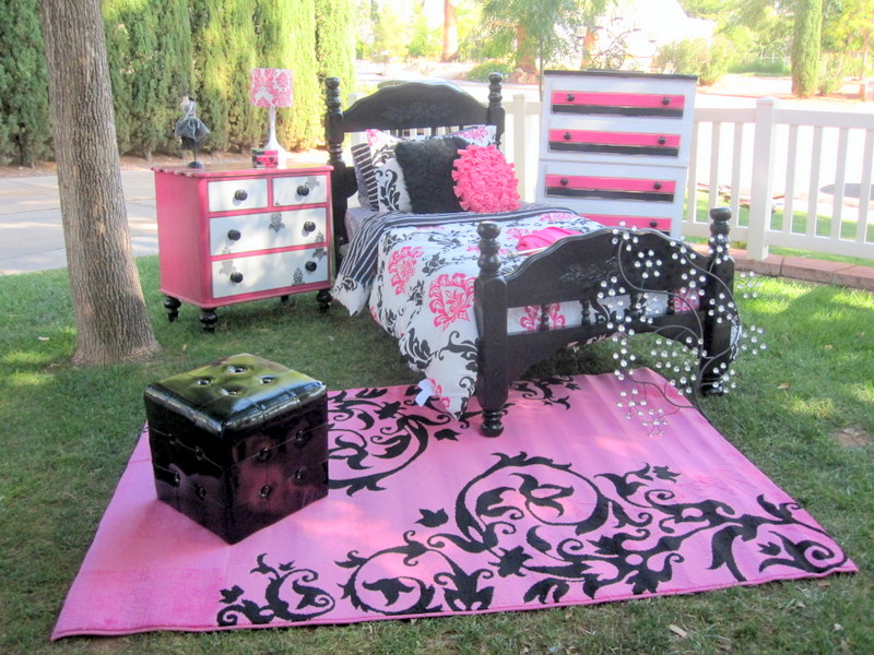 Black white pink damask themed room that sold rooms for Black pink and white bedroom designs