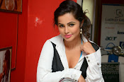 Hashika Dutt latest glam photo shoot-thumbnail-10