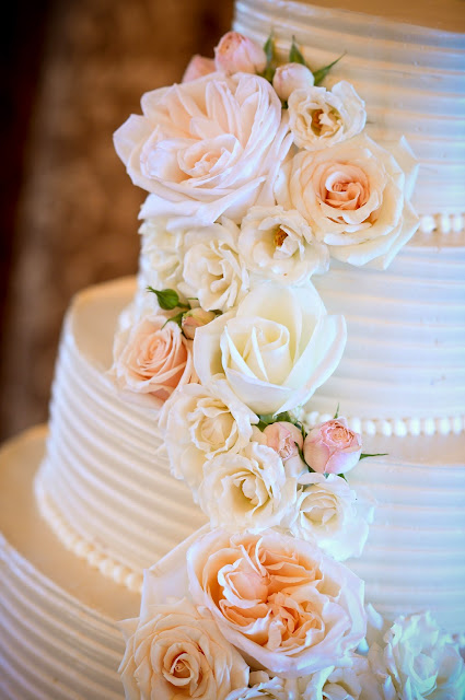 les fleurs : barn at gibbet hill : cake flowers : cake cascade