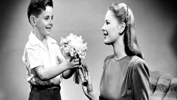 Η συγκινητική ιστορία πίσω από τη Γιορτή της Μητέρας