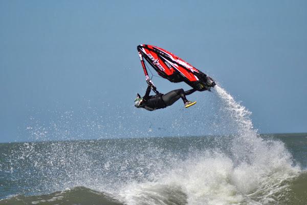 Jet Ski en Olas