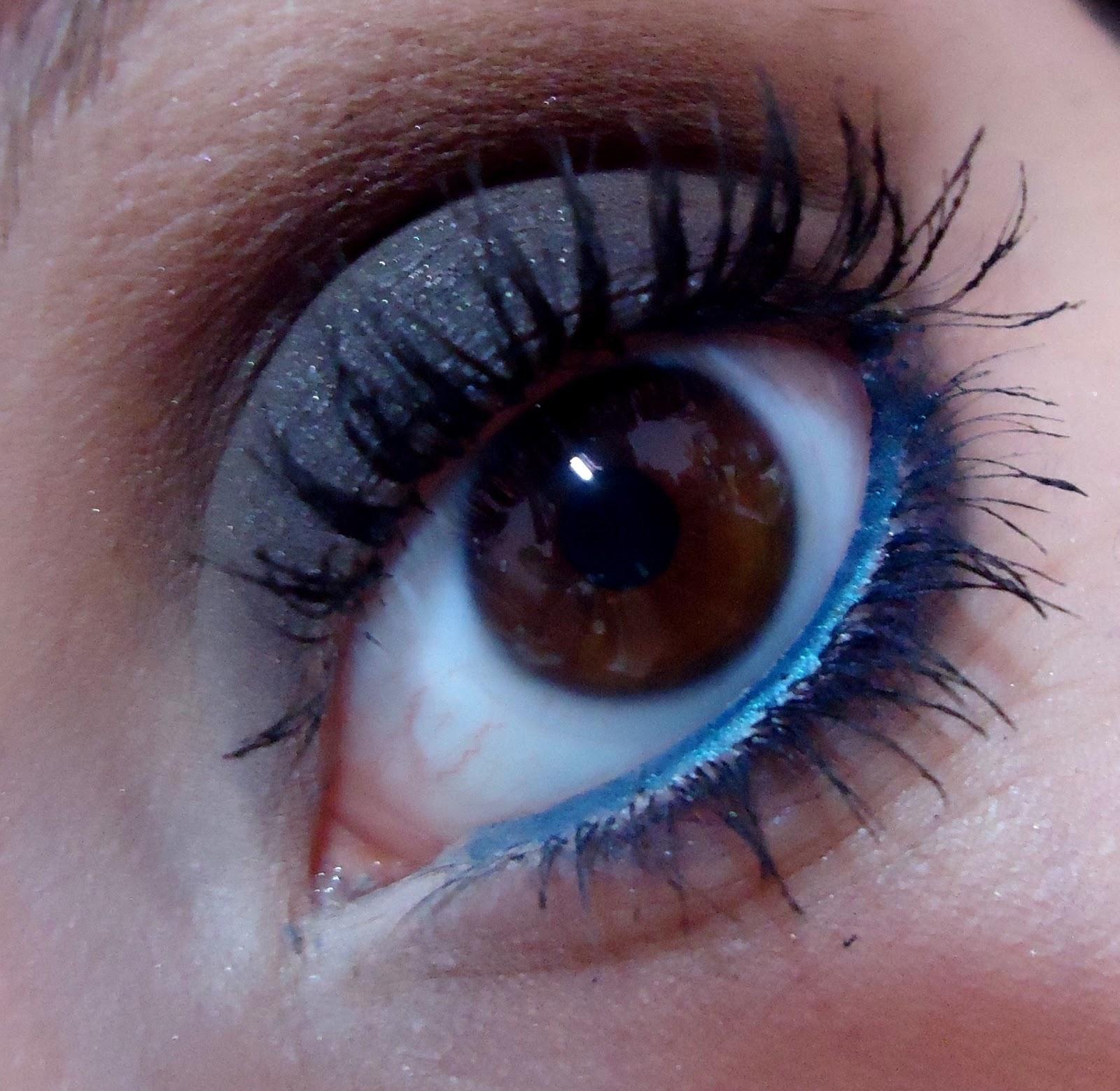 smokey eye marrom e preto