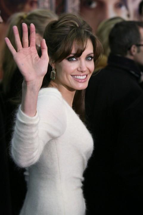 http://2.bp.blogspot.com/-KE3hxmpLsAE/Tc9eooxNS6I/AAAAAAAAOh8/OAo5YsKLTfo/s1600/1207-angelina-jolie-johnny-depp-11-480x720.jpg
