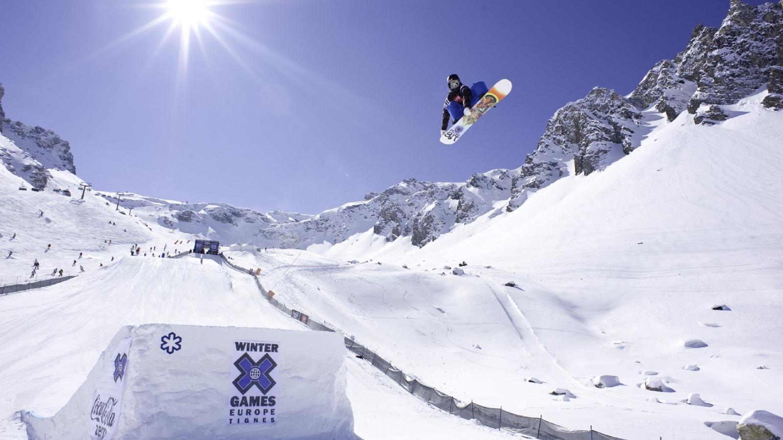 http://2.bp.blogspot.com/-KE6sV7G1qe0/Tw0oPzIAvaI/AAAAAAAABT4/ElaeB_wMSYE/s1600/Snowboarding+Wallpaper+5.jpg