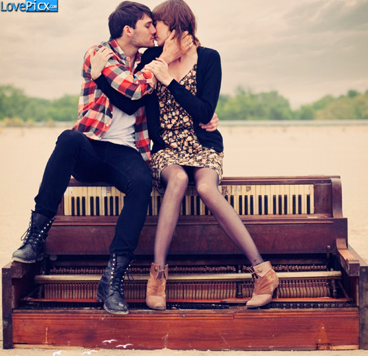Love Couple Kiss Kissing Hug Piano