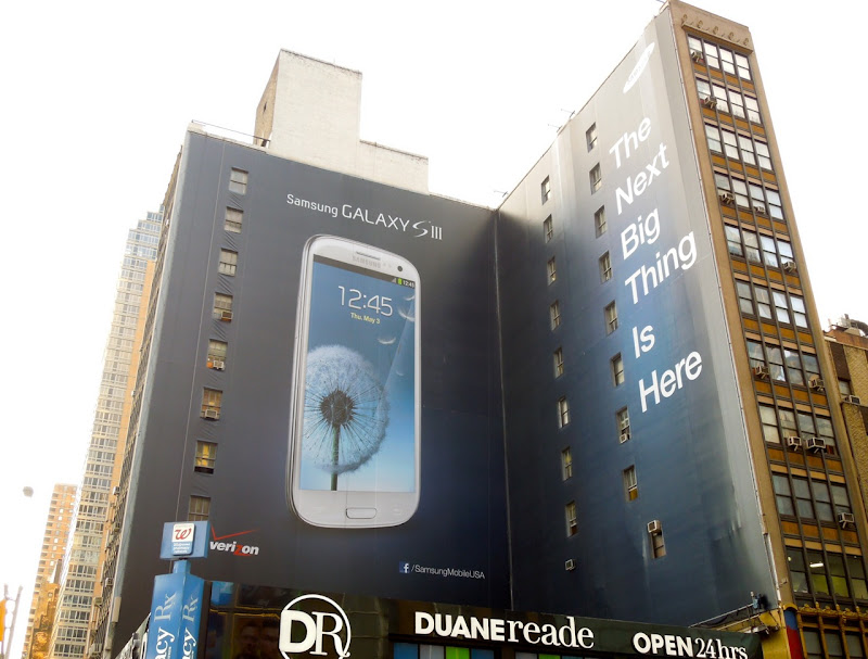 Giant Samsung Galaxy S3 billboard NYC Aug 2012