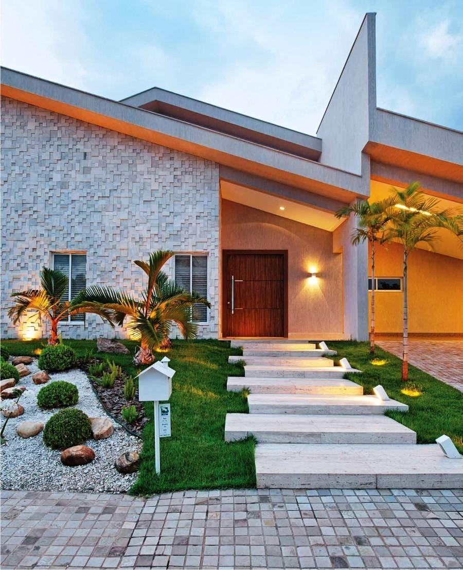 24 fachadas de casas modernas tipos de revestimentos for Fachadas frontales de casas modernas