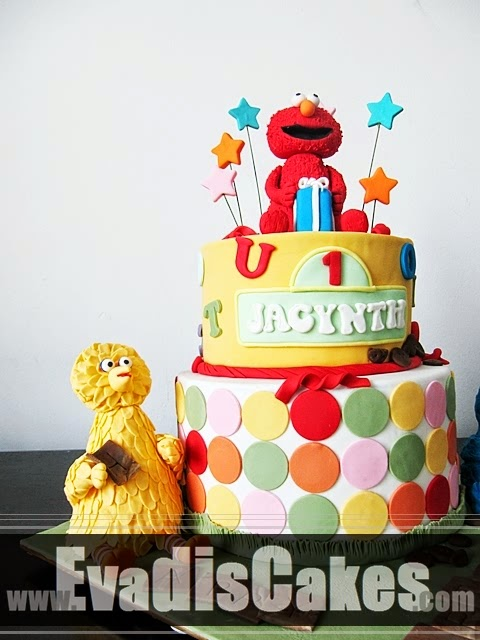 Big Bird in Sesame Street Elmo Theme cake
