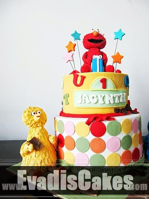 Big Bird in Sesame Street Elmo Theme cake