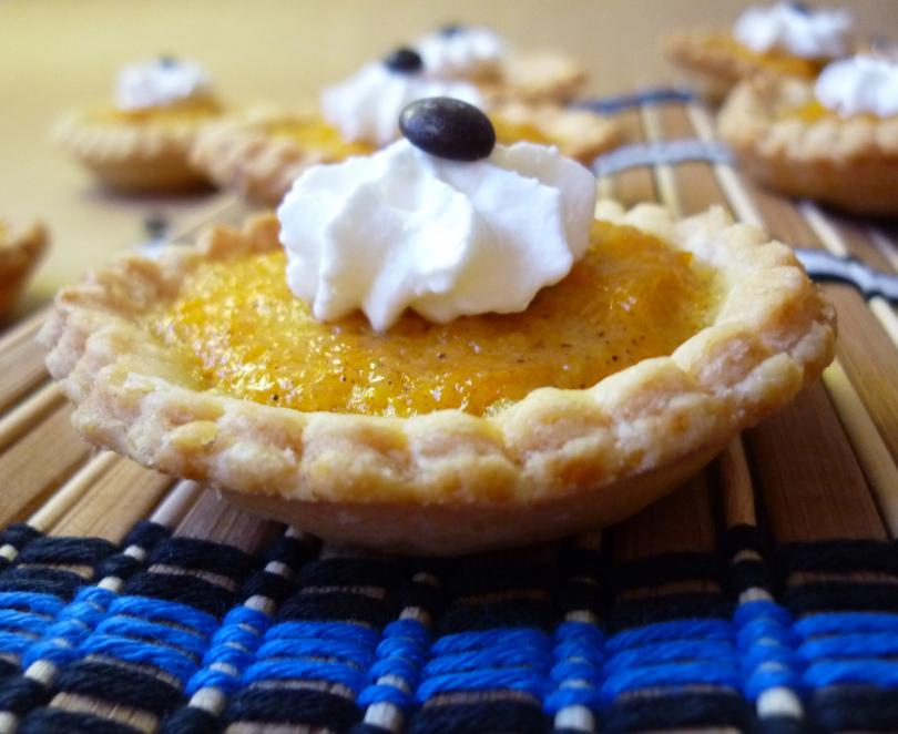 ... , del blog Azafrán y Pimentón , nos propone unos Mini Pumpkin Pie