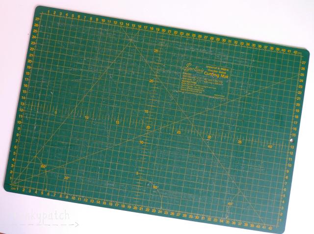 Herramientas básicas para el patchwork: base de corte