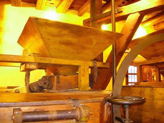Restaurante el Molino de la Losa- máquina del molino