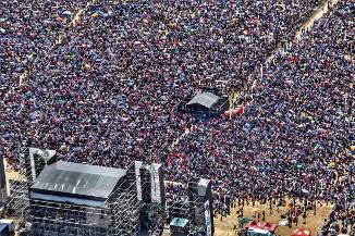 FOTO & VIDEO: Sute de mii de sud-africani s-au strâns la rugăciune pentru țara lor
