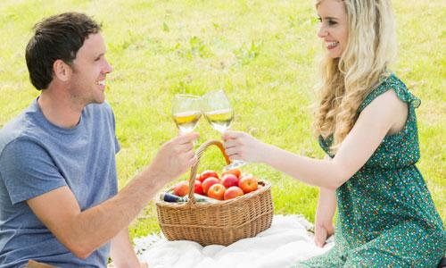 6 Ways to Make Your Relationship Work,man woman vacation holiday picnic