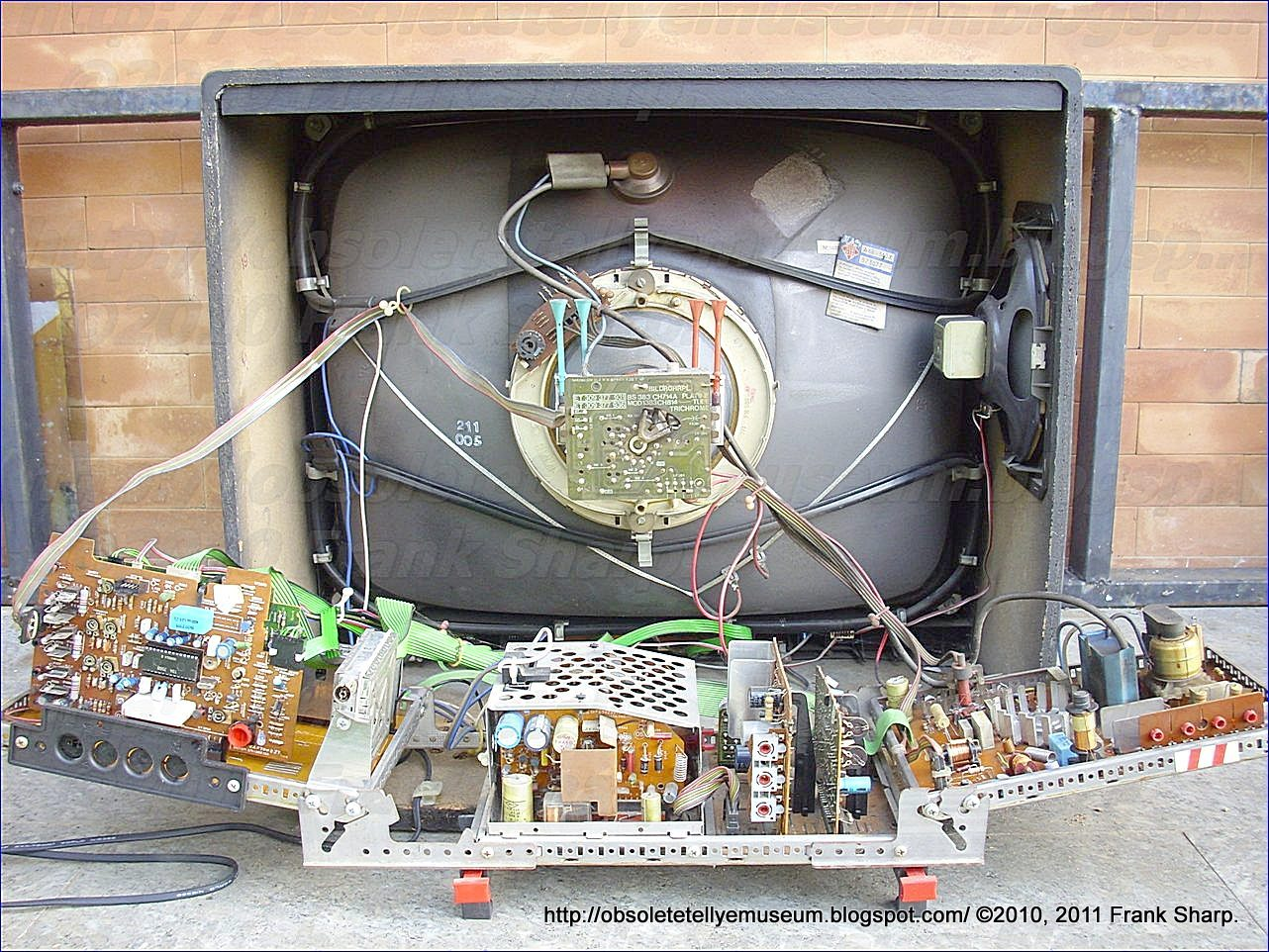 Obsolete Technology Tellye !: TELEFUNKEN PALCOLOR 8108 CHASSIS 714A ...