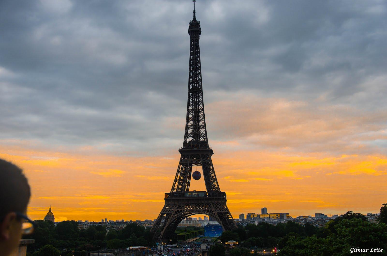 TORRE EIFFEL AO ENTARDECER - PARIS