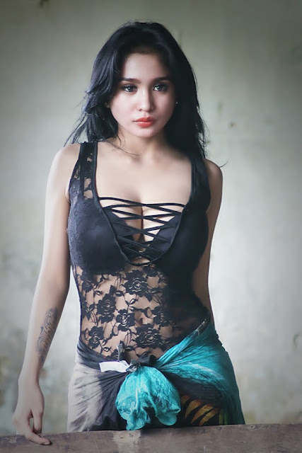 Bibie Julius / Nadia Ervina Collection