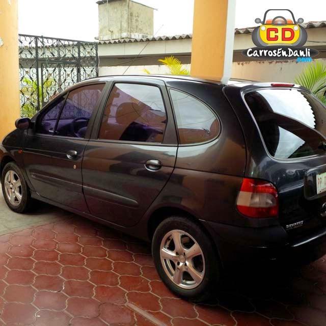 Renault 2002 costado izquierdo