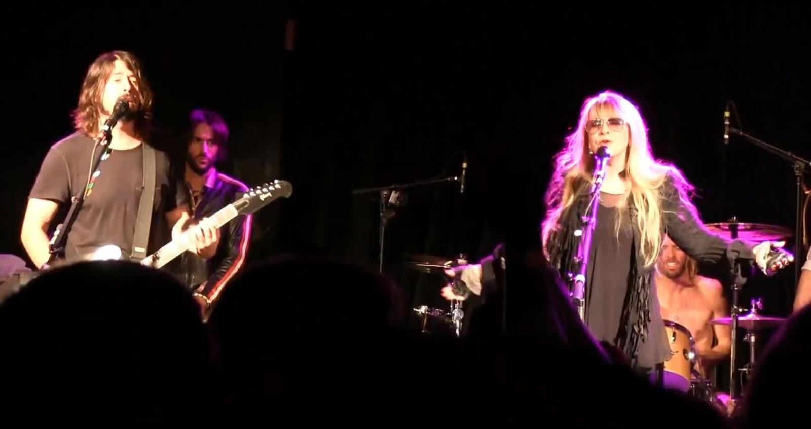 http://2.bp.blogspot.com/-KGh-hZCNBh8/UTU_ADChe8I/AAAAAAAAc_A/L0b9-hIy32w/s1600/Sundance+Stevie+Nicks+Dave+Grohl+m.JPG