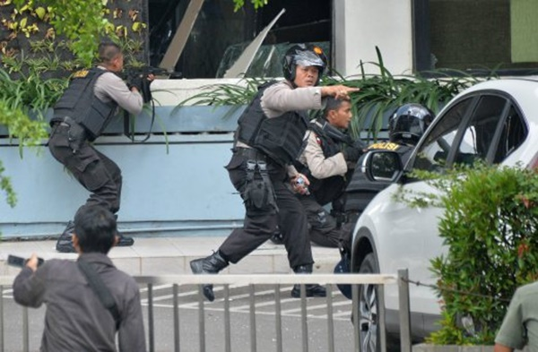 Jakarta Dibom, Empat Pengganas Ditembak Mati!