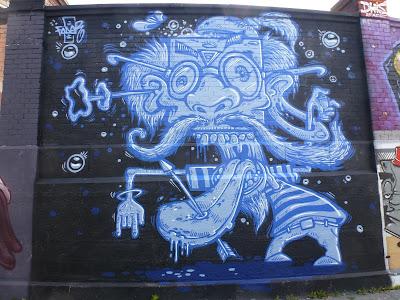 Crazy old man (in Blau) || Fader || Tumblingerstraße, München || großes Bild