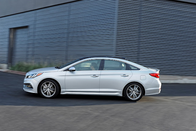 Side view of 2016 Hyundai Sonata Limited 2.0t