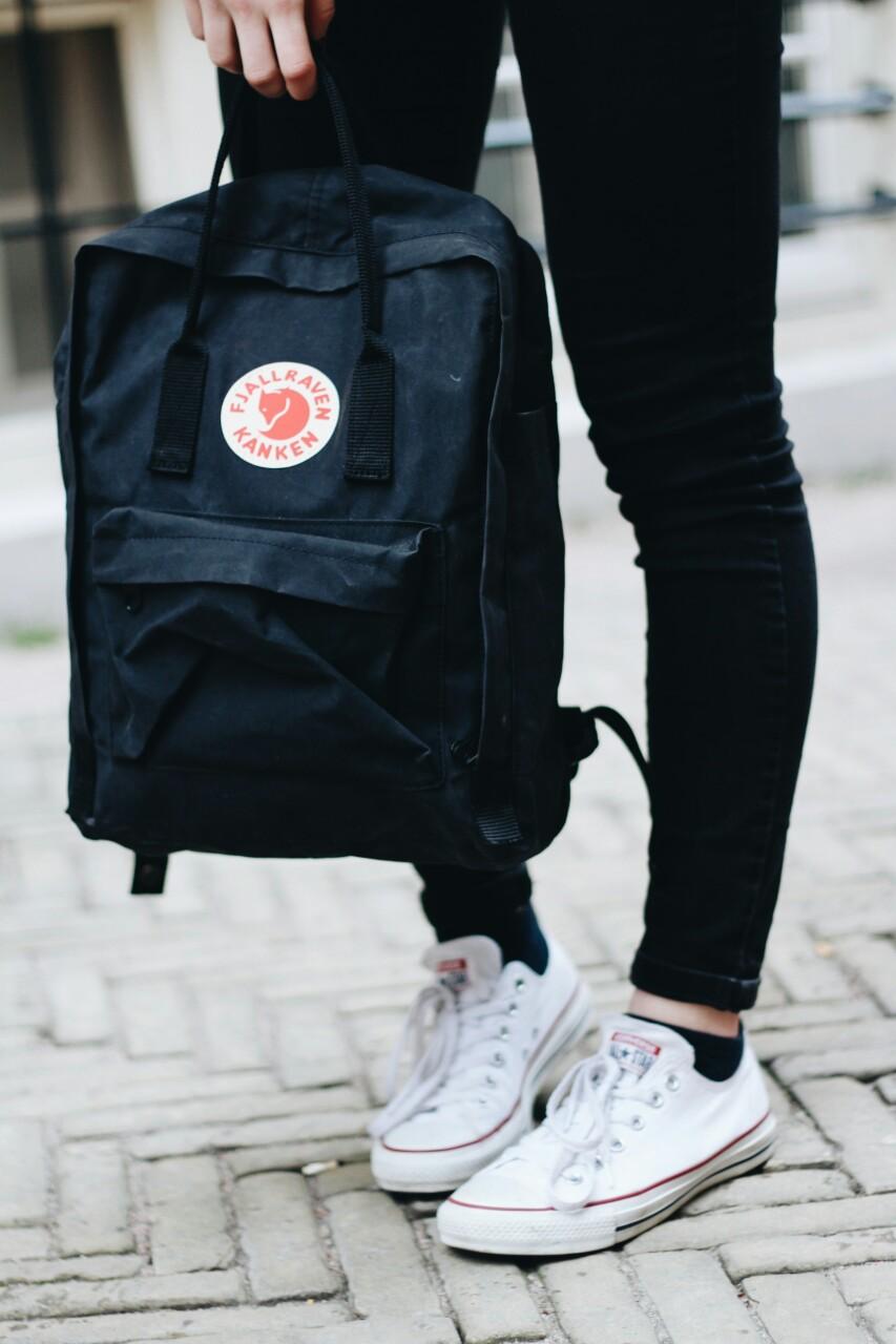 Tassen Urban Outfitters : Lauresque outfit black jeans fj?llr?ven k?nken
