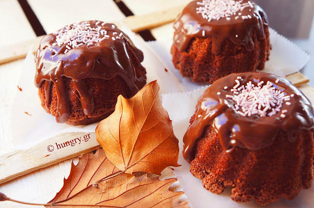Mini Cakes with Chocolate  Glaze