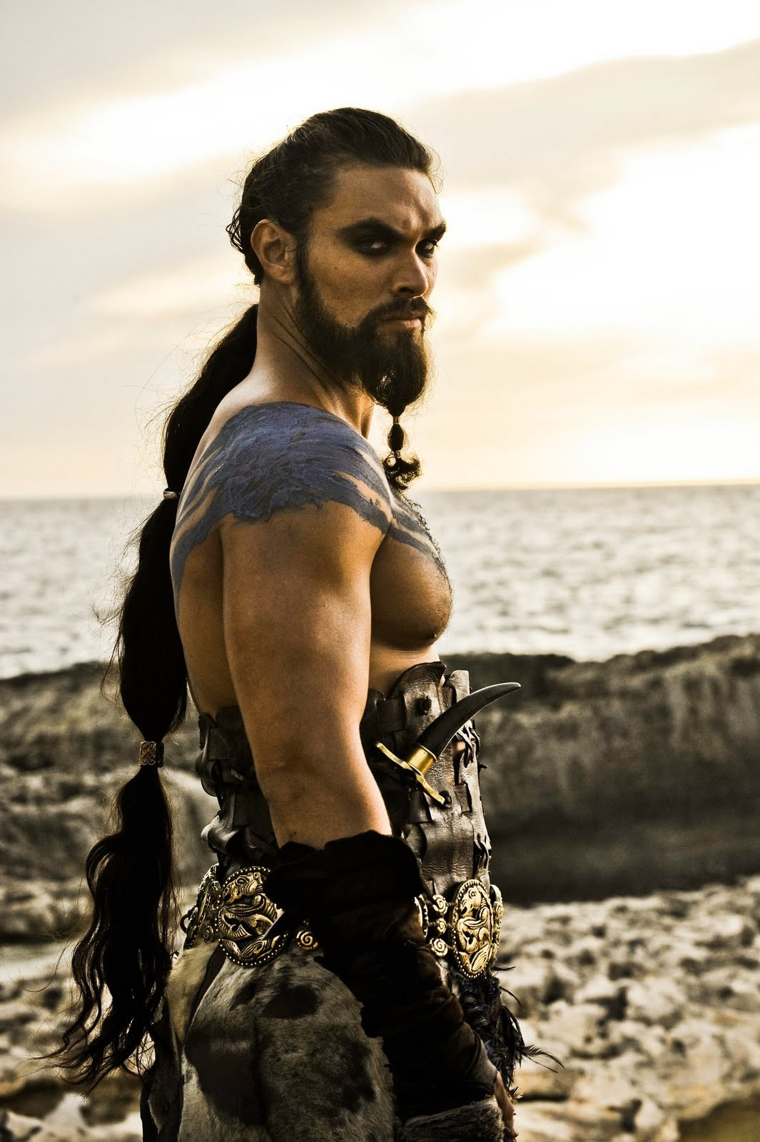 http://2.bp.blogspot.com/-KHoYWGTvx8s/T6JDVpctmeI/AAAAAAAACAg/-2dEeSUklGA/s1600/khal-drogo-game-of-thrones-leader-of-the-delthracky.jpg