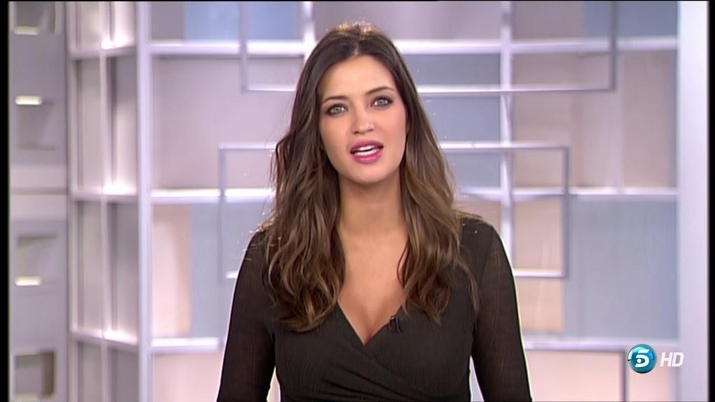 SARA CARBONERO, INFORMATIVOS TELECINCO (15.10.13)