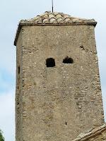 Detall del campanar trapezoïdal de Sant Julià d'Úixols