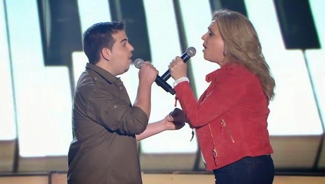 Mari y Oscar interpretan el tema Ví de Pablo López