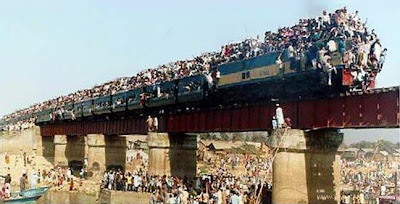 funny_picture_train_or_a_country