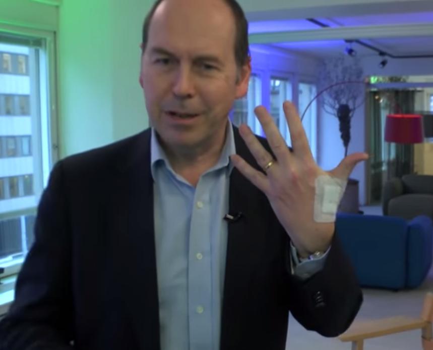 شاهد شركة سويدية تزرع شرائح إلكترونية في أجساد موظفيها !