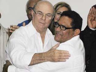 El regidor Robert Matos abandona el PRSC; Hipólito Mejía lo juramenta en el PRD