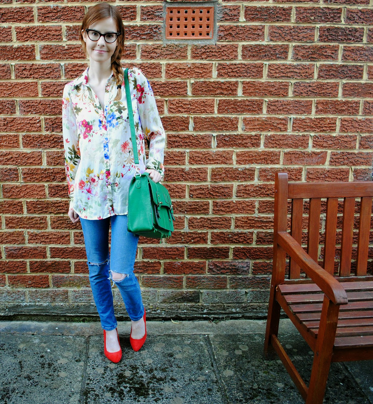 fashion outfit ootd floral shirt ripped knee jamie jeans topshop river island