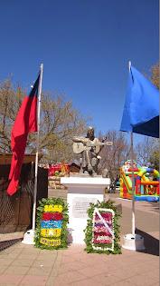Homenaje comunal a Violeta Parra en Plaza de Armas de San Carlos