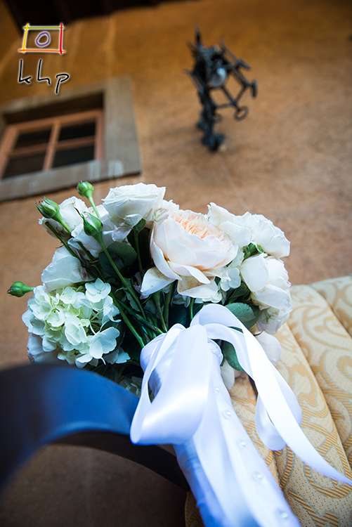 The simply elegant bouquet on the balcony's chair.